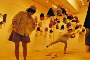 ふたりの黒田真琴展~ダンサーによる帽子とダンスのコラボレーションイベント【店長日記】