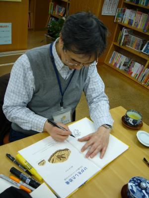 【こぐま社50Th】黒川みつひろさん、サインにご来店!